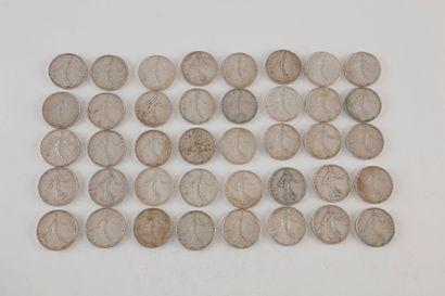 Lot de 40 pièces de 5 Francs en argent. Type...