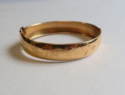 Bracelet large en or (18K). Poids : 23 g