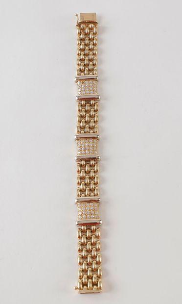 Bracelet articulé en or (18K) jaune et diamants (manque une pierre) Poids brut 42.7...