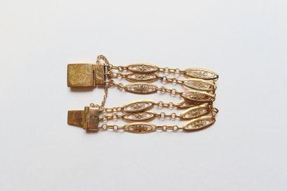 Bracelet en or (18K) composé de 3 rangs de...