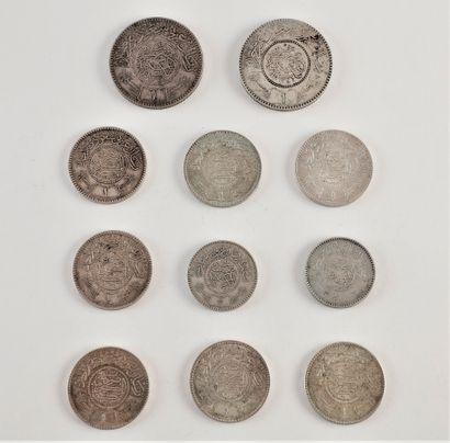 LOT de 11 monnaies en argent. poids : 153...