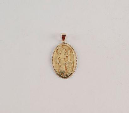 Pendentif ovale en or (16K) au profil d'une...