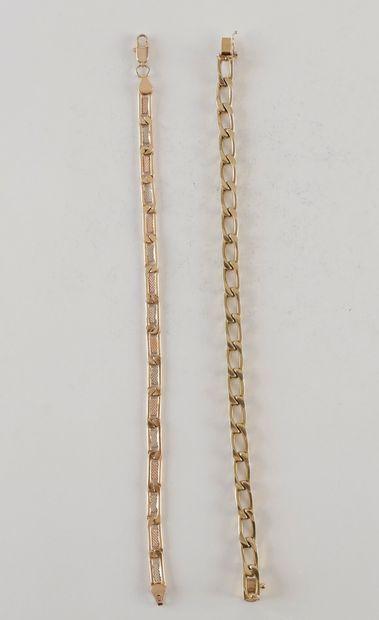 2 bracelets gourmette en or. Poids 28.9 g...