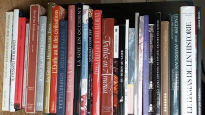 [TEXTILE] Important lot de 41 ouvrages sur...
