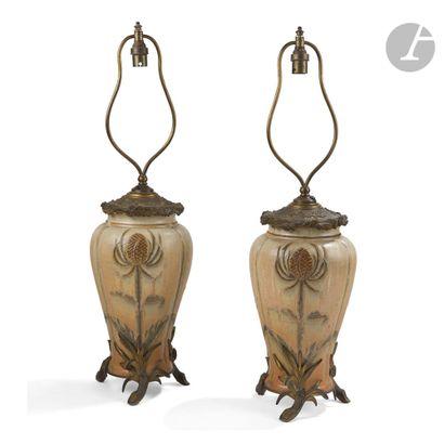 PAUL MILET (1870-1950) CÉRAMIQUES D'ART À SÈVRES Chardons Paire de vases balustres...