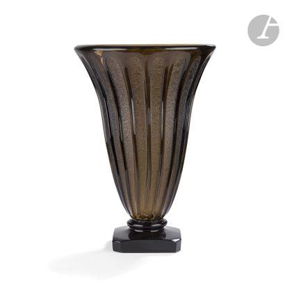 DAUM NANCY FRANCE Très important vase cornet...