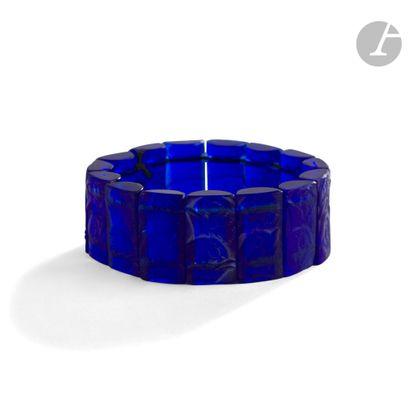 RENÉ LALIQUE (1860-1945) Poussins, le modèle créé le [20 janvier 1928] Bracelet...