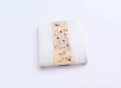 Poudrier en argent guilloché et or 18K (750)...
