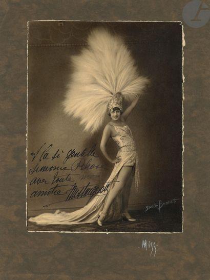 MISTINGUETT (1875-1956). Ensemble d'autographes,...