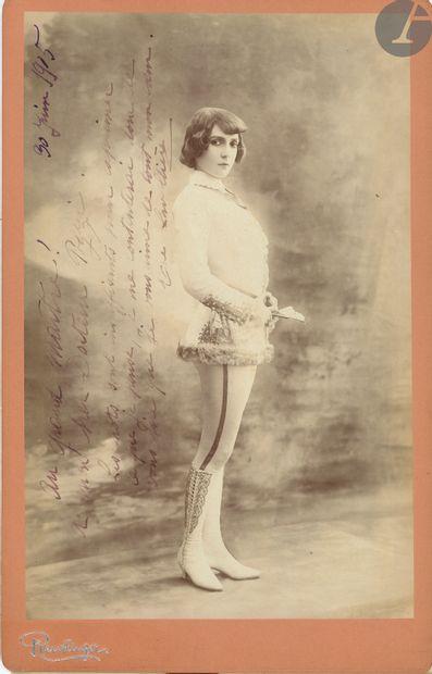 Ève LAVALLIÈRE (1866-1929). Photographie...