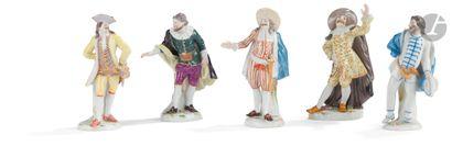 Meissen Cinq statuettes en porcelaine à décor...