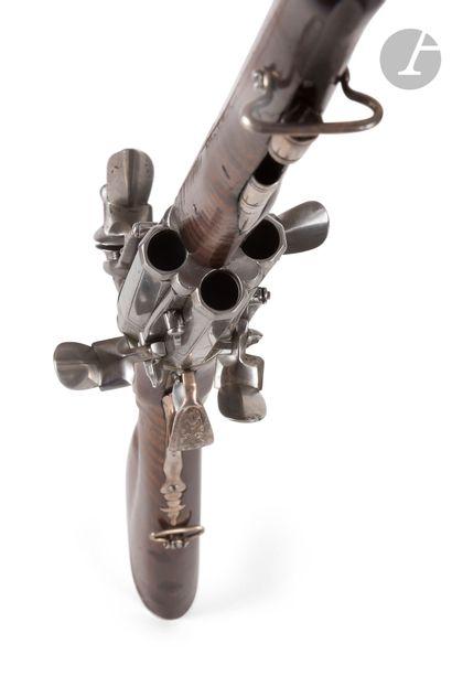 Rare et intéressant fusil revolver à silex,...
