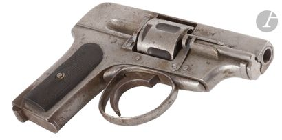Revolver type Hammerless, six coups, calibre...