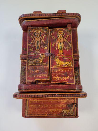 Autel portatif de divinités hindoues, en...