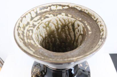Large porcelain vase, China, late 19th centuryA cylindrical body and high neck decorated...