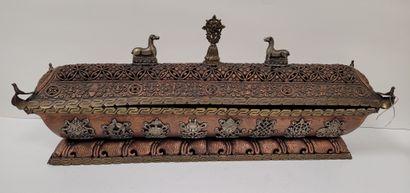 Brûle-encens en cuivre ajouré, Népal, XXe...