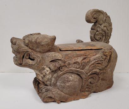 Sculpture en bois représentant une chimère,...