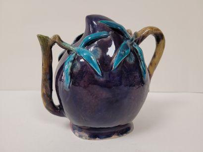 Théière ''cadogan'' en porcelaine en forme...