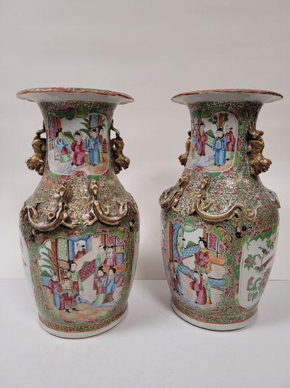 Paire de vases balustres en porcelaine, Canton,...