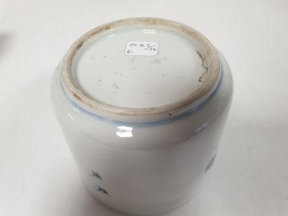 Petit porte-pinceaux, Chine, XIXe siècle De forme cylindrique en porcelaine à décor...