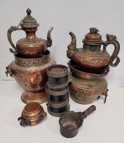 Ensemble de 3 théières cuivre, Tibet Composé...