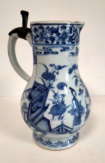 Verseuse en porcelaine bleu blanc, Chine,...