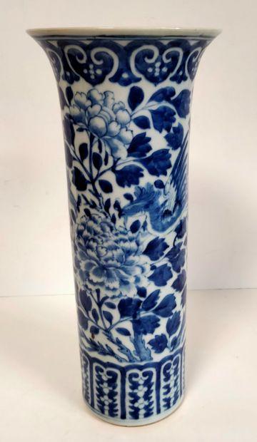 Vase rouleau en porcelaine bleu blanc, Chine,...