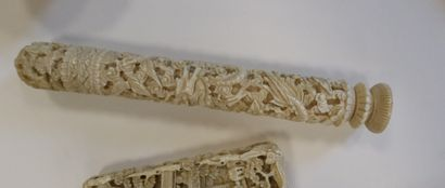 Set of 7 ivory objects, China, Canton, circa 1900 Including : - 1 card holder -...