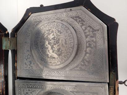 Tea caddy, China - Canton for the English market, 19th century. Rectangular shape...