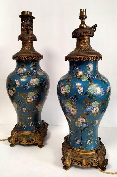Paire de vases en émail cloisonné, Chine,...