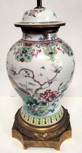 Vase couvert en porcelaine, dans le goût...