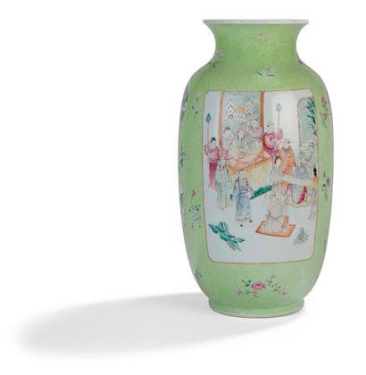 Vase de forme lanterne DENG LONG ZUN en porcelaine...