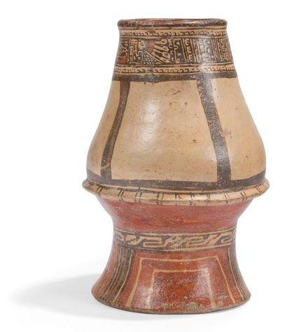 Vase à décor animalier et motifs symboliques....