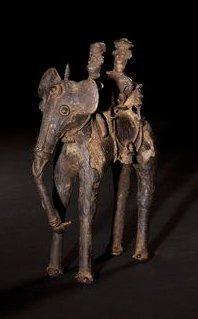 Dignitaire sur un éléphant et son cornac....