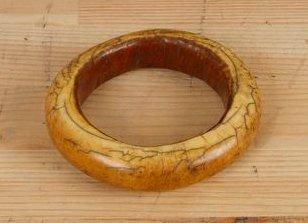 BAMILEKE (Cameroun) Bracelet en ivoire. Petit...