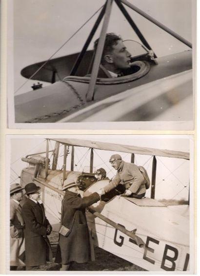 aviation. 2 photographies de presse; 15x20 cm chaque, montées sur un carton in-fol....