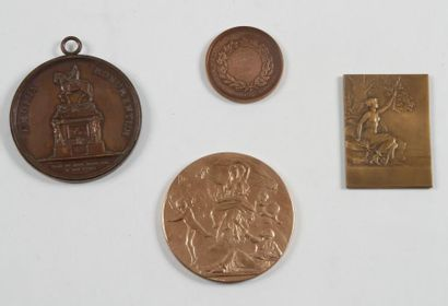 Important lot de 44 médailles, médailles...
