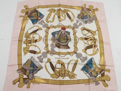 Carré Hermès «Grand uniforme» par Joachim...