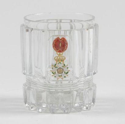 Gobelet en cristal taillé en baguettes arrondies,...