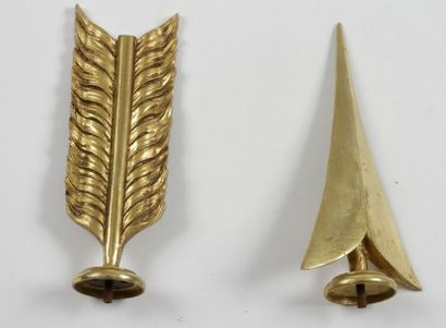 Pointe et empennage de flèche. Motifs décoratifs,...