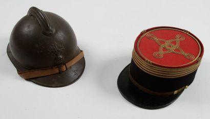 Deux coiffures: - Képi de Colonel d'infanterie....