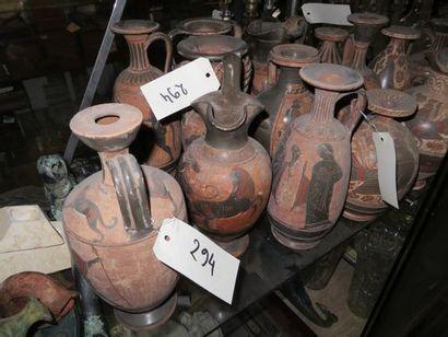 Lot d'antiques : quinzaine de vases style...