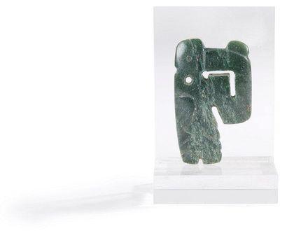 Pendentif représentant un pélican. Jade vert...