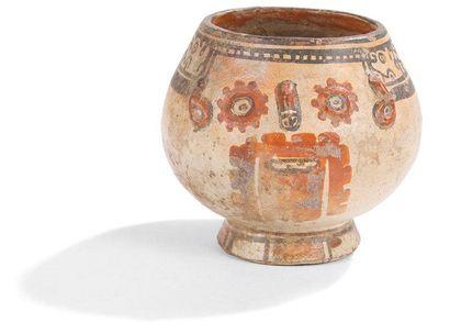 Vase à piédouche représentant un visage humain....