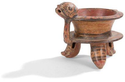Vase tripode zoomorphe. Une tête de jaguar...
