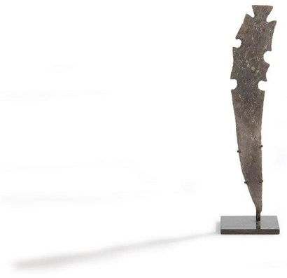 Excentrique. Silex brun foncé. Culture Maya,...