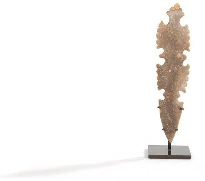 Excentrique. Silex brun clair. Culture Maya,...