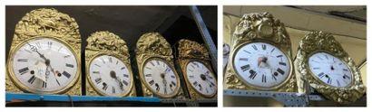 Lot de huit mouvements d'horloges à cadran...