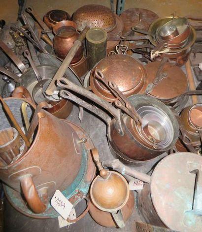 Ensemble de matériel domestique en métal...