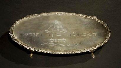 ASSIETTE DE HAVDALAH Autriche, Vienne, 1788. Argent gravé. 22 x 14,5 cm Poids: 300...